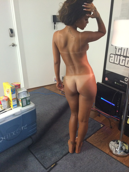 Rihanna naked pic showing off her ass and tan 2